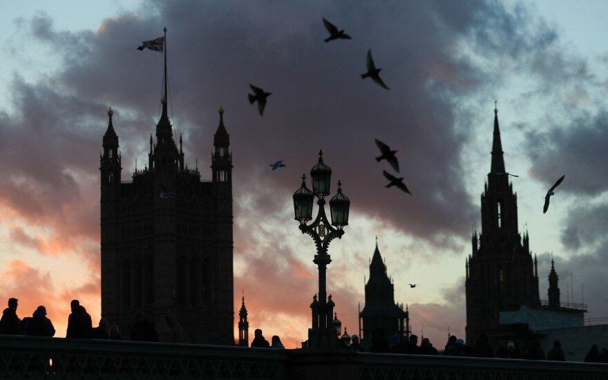 Dešimt nemaloniausių mokesčių per visą britų istoriją: mokėti tekdavo net už langus ir degtukus