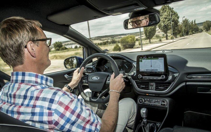"""""""Ford"""" eksperimentams Kalifornijoje galės atsisakyti vairuotojų (asociatyvi nuotr.)"""