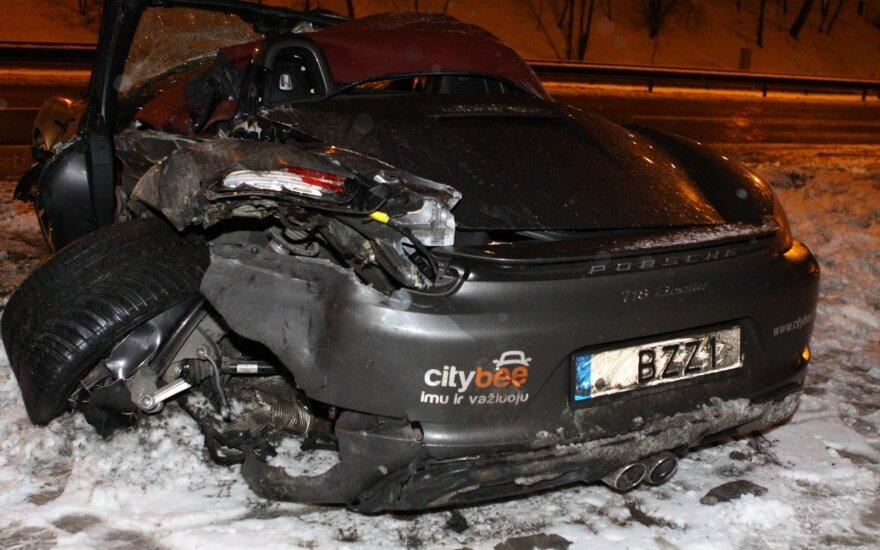 Porsche ir vilkiko avarija Vilniuje, Žirnių g.