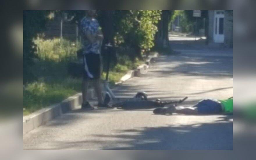 Vilniuje sužalotas vaikinas, važiavęs paspirtuku