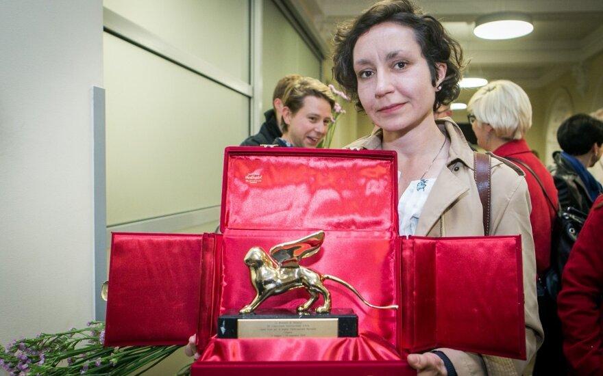 """Sutikti Venecijos bienalėje """"Auksinį liūtą"""" gavę kūrėjai"""