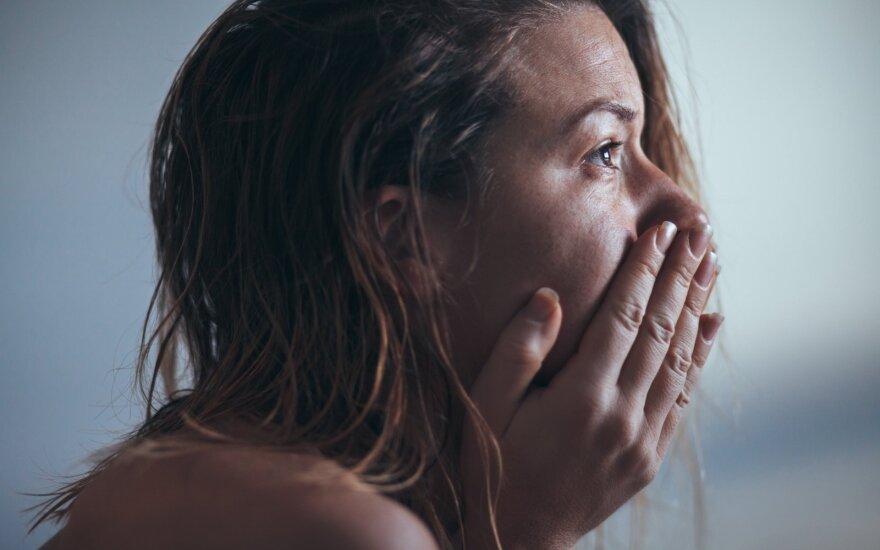 """Psichikos liga, kuri """"tarsi trenkia iš dangaus"""": kartais painiojama su sunkia depresija"""
