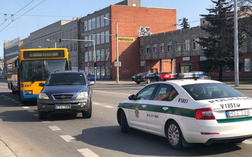Vilniuje susidūrė automobilis ir maršrutinis autobusas