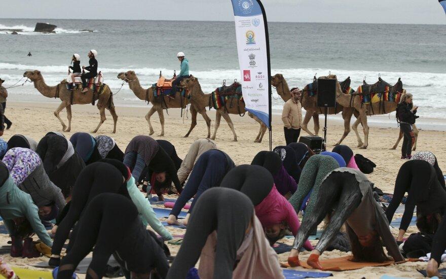 Kupranugariai Sidnėjaus paplūdimyje