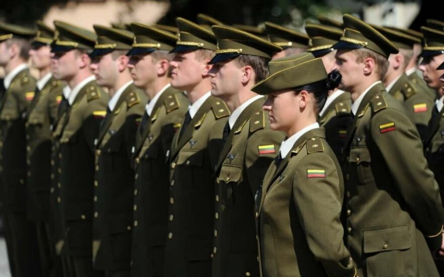 President Grybauskaitė confers ranks on Military Academy graduates