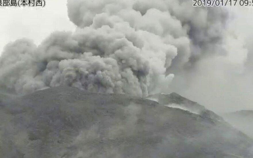 Pietų Japonijoje išsiveržė ugnikalnis, žmonės nenukentėjo