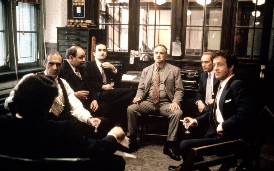 """Abe'as Vigoda (pirmas iš kairės) išgarsėjo atlikęs vaidmenį filme """"Krikštatėvis"""""""