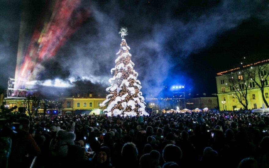 Kaune – pirmoji Kalėdų eglutė Lietuvoje su radijo stotimi
