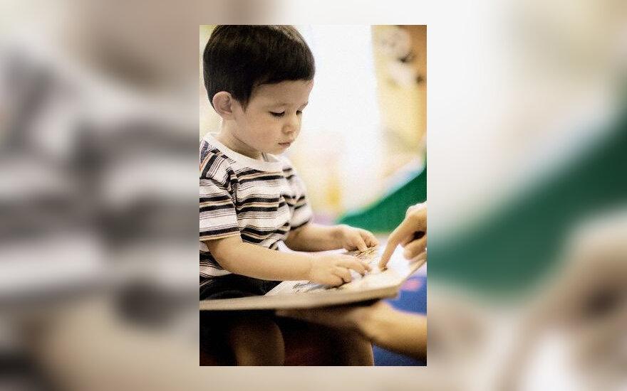 Vaikas skaito