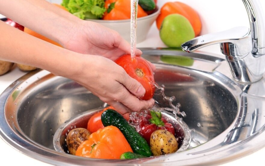 Ši gudrybė padės pašalinti bakterijas nuo vaisių ir daržovių