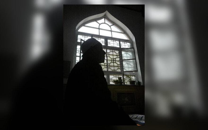 Kinijos musulmonas meldžiasi mečetėje