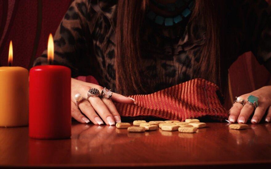 Ką jums gali iškrėsti pasąmonė, jei tikite būrėjais ir horoskopais
