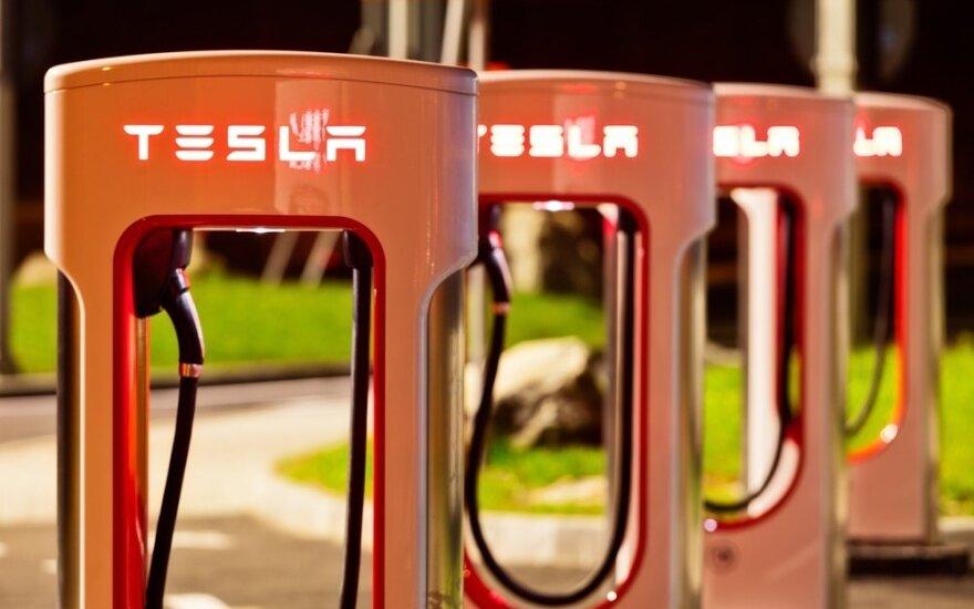 """""""Tesla"""" įkrovimo stotelės"""