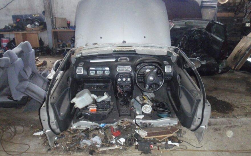 Nelegalus automobilių sąvartynas