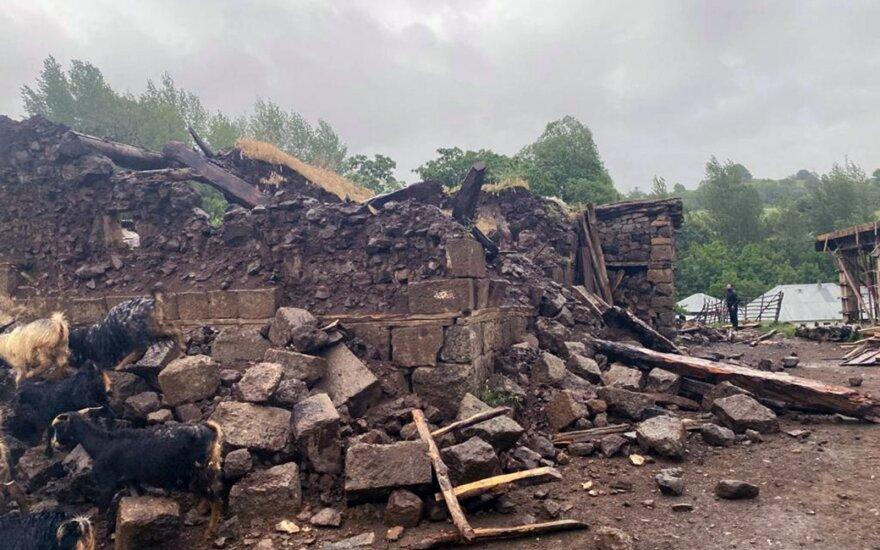 Rytų Turkijoje per žemės drebėjimą žuvo žmogus