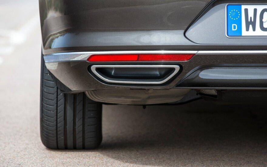 """Po """"Volkswagen"""" skandalo virš 50 modelių tiriantys ekspertai prasitarė radę pažeidimų"""