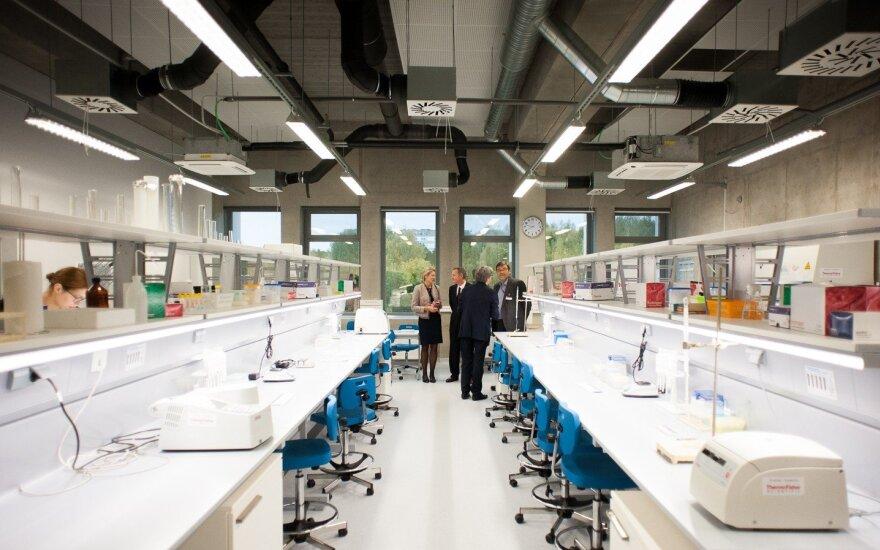 """""""Thermo Fisher Scientific"""": Vilniuje nėra gaminamos koronaviruso vakcinos"""