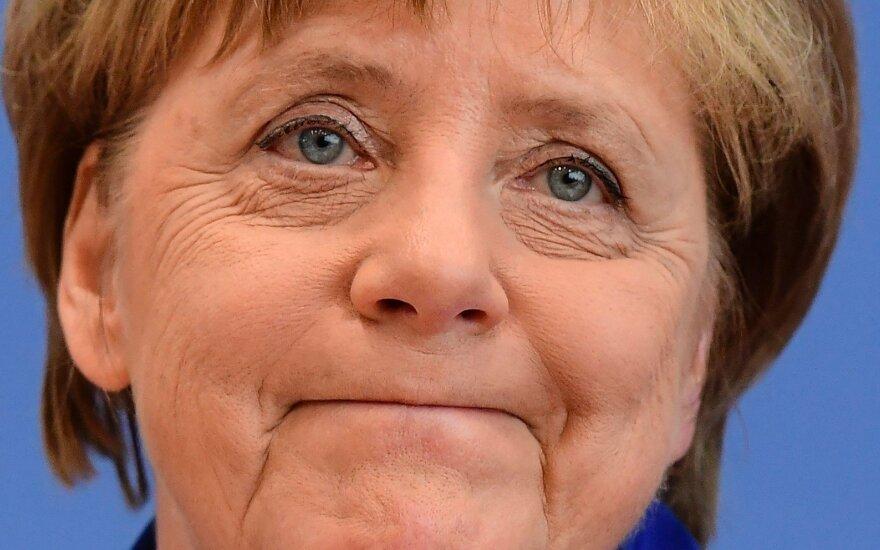 Po nesėkmės rinkimuose A. Merkel vėl pateko į kritikos ugnį