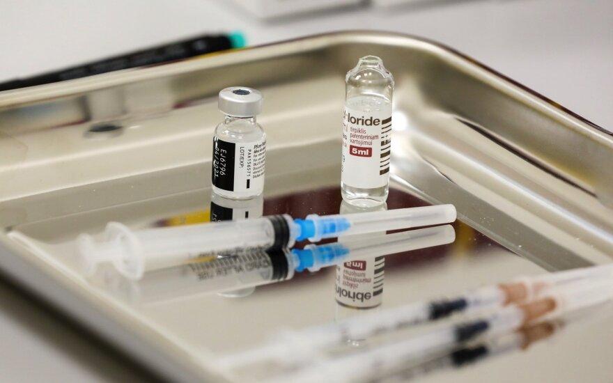 Privačios klinikos jau gauna tūkstančius užklausų ir ieško šaldiklių vakcinai: trukdo kelios kliūtys
