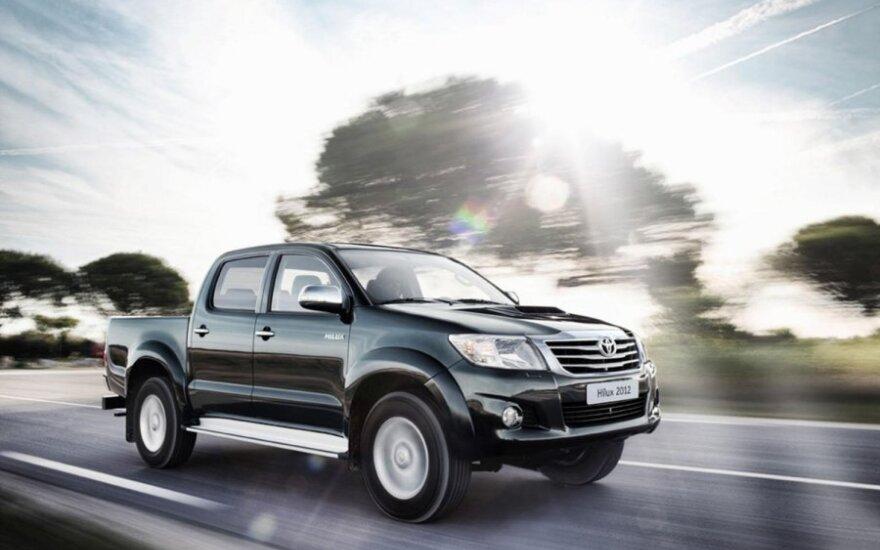"""Australai bandys įtikinti """"Toyota"""" toliau gaminti šalyje"""