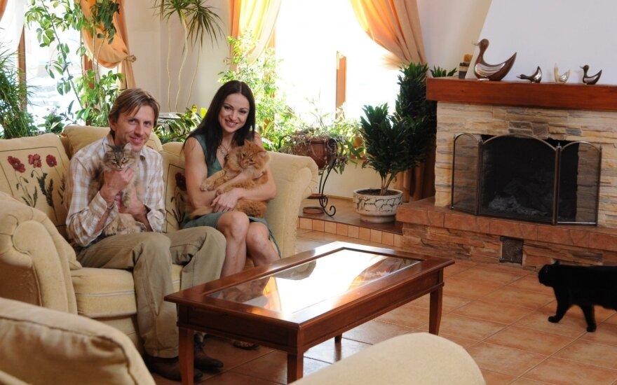 P. Vanagas ir M. Drobiazko su namuose laikomais augintiniais