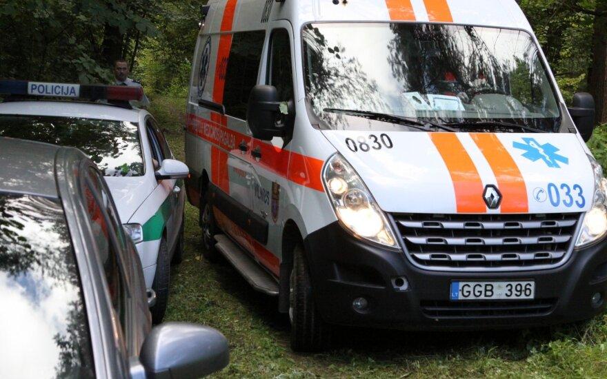 Grigiškėse per avariją vienas automobilis virto, nukentėjo trys vaikai