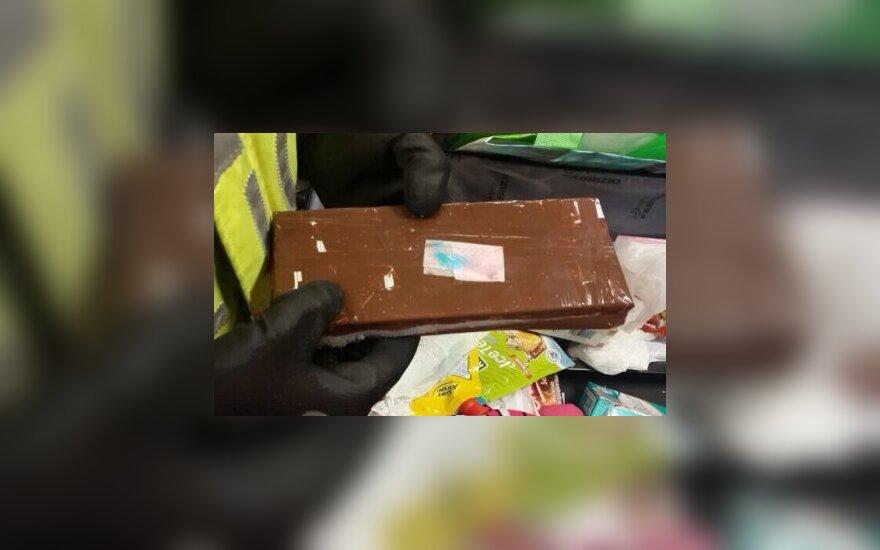 Metų seklys: prostitutės viešnamiams, kupiškėnų kelionės į Pietų Ameriką, pilni skrandžiai kokaino