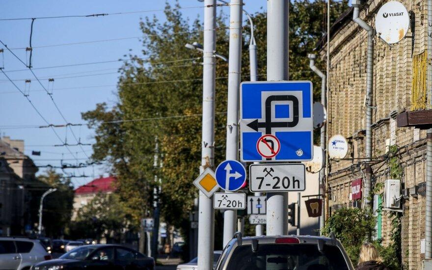 Kelio ženklus nori mesti į šiukšlyną: automobiliams informacija būtų siunčiama