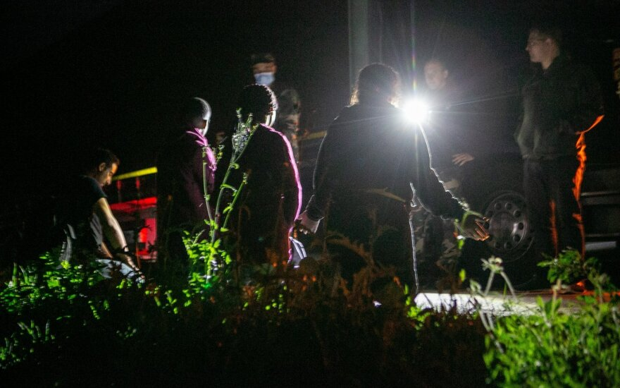 Tens of irregular migrants detained and turned back at border overnight
