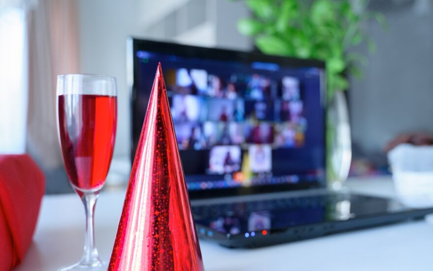 Įmonių kalėdiniai vakarėliai: nuo ilgiau nei parą truksiančios šventės iki slaptų talentų atskleidimo