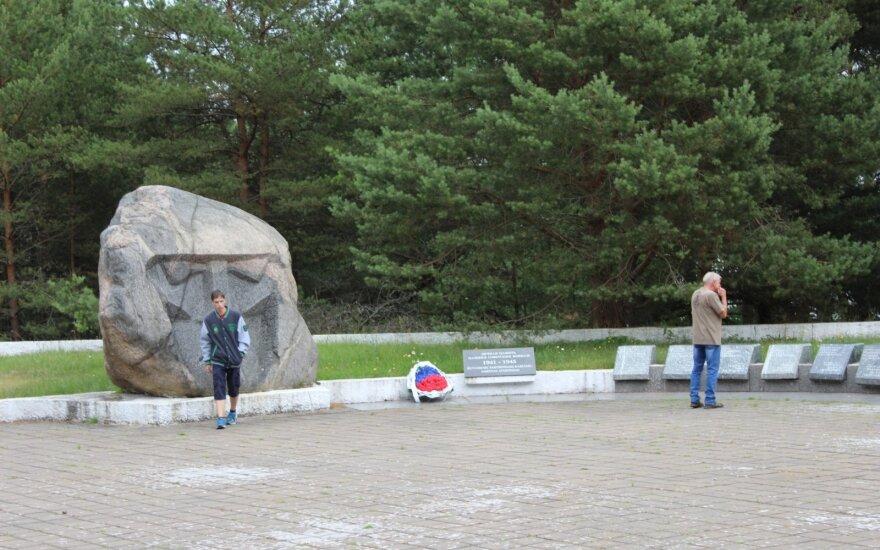 Istoriją falsifikuojantis memorialas Alksnynėje