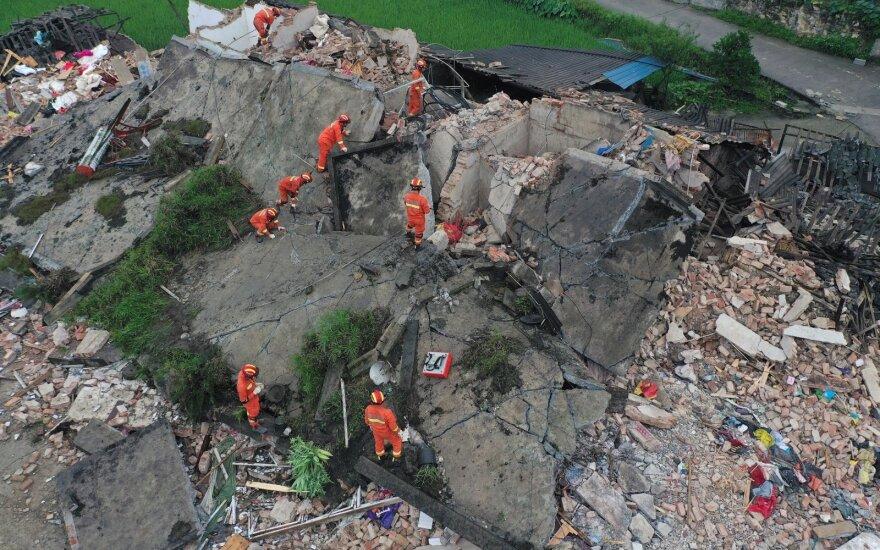 Kinijoje per žemės drebėjimą žuvo mažiausiai 12 žmonių, per 130 sužeista
