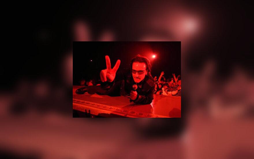 Grupė U2 ir jos lyderis Bono koncertuoja San Diego mieste, Kalifornijoje