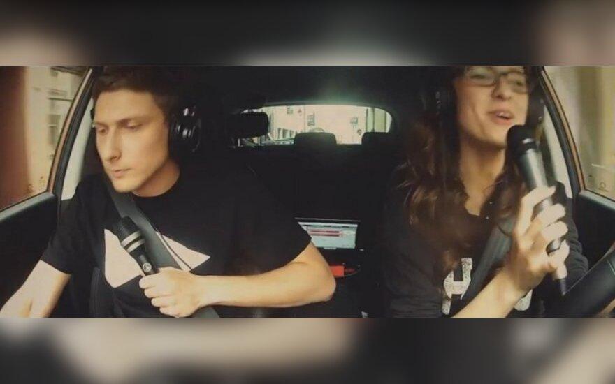 Dainavimas vairuojant
