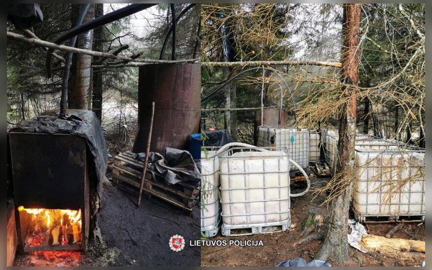 Plungės rajone esančiame miške aptiktas naminės degtinės varymo aparatas