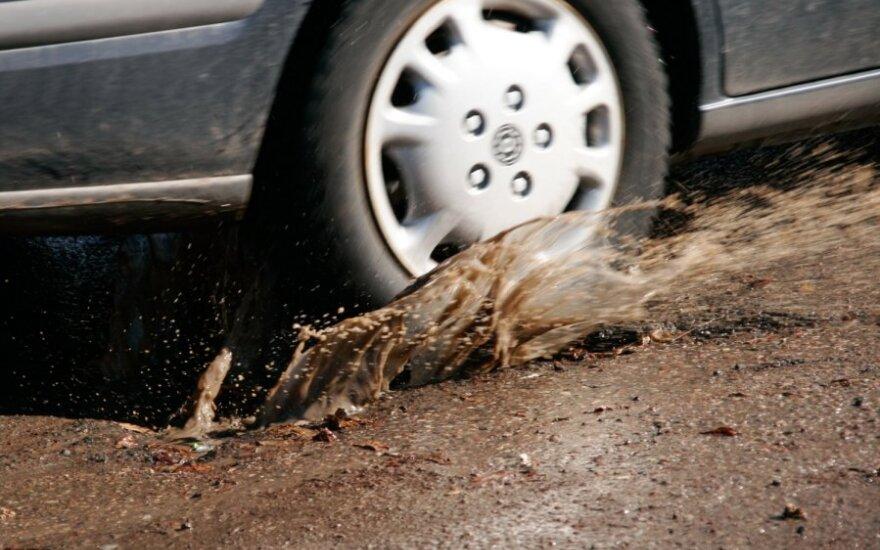 Kauno gatvių krateriai mašinas laužys bent iki pavasario