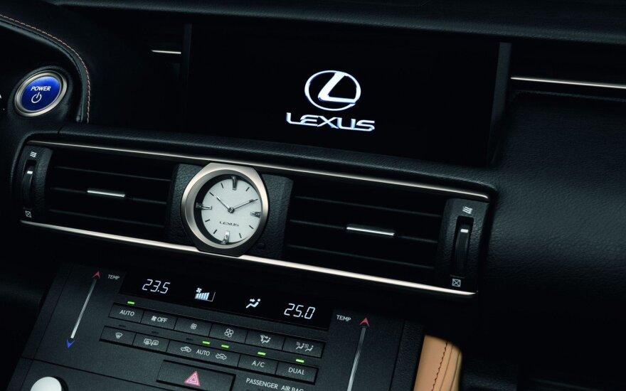 """""""Lexus"""" multimedijos sistemą """"nulaužė"""" atnaujinimas"""