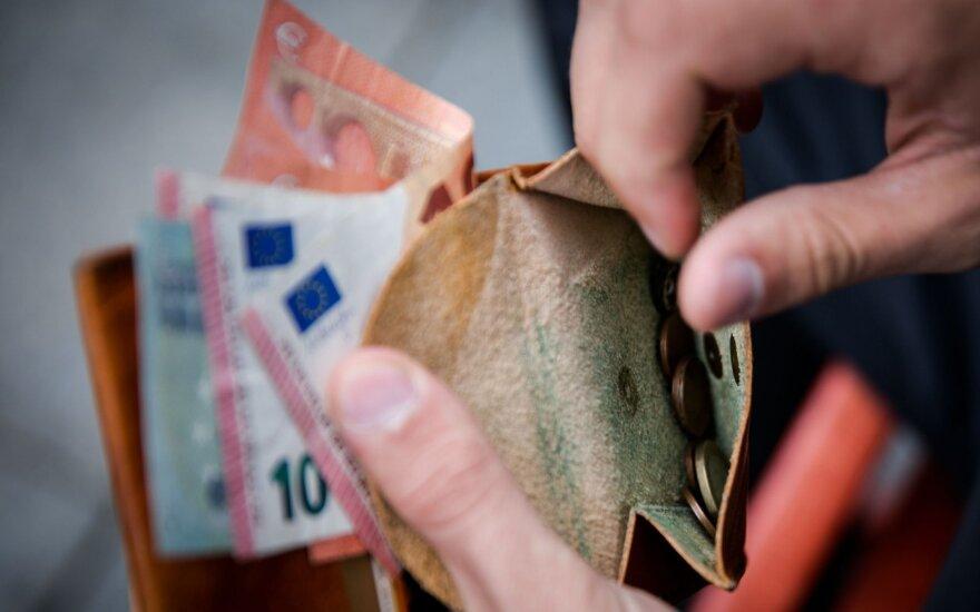 """""""Eurobarometro"""" apklausa: Lietuvoje didžiulį susirūpinimą kelia pajamų nelygybė"""