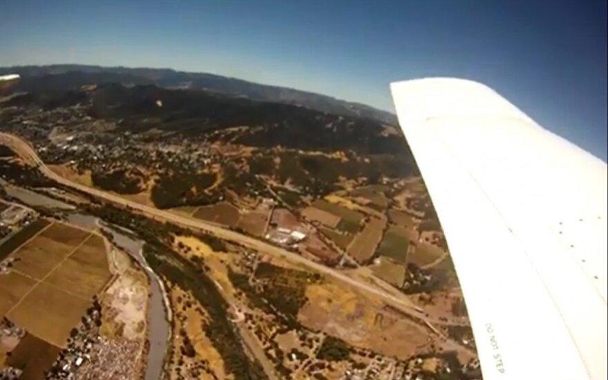 Iš lėktuvo iškritusi kamera nufilmavo netikėtų vaizdelių