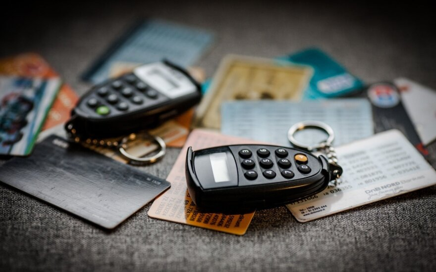 Bankui pakeitus įkainius pasijuto įkaite: už kiekvieną pavedimą pradėjo nuskaičiuoti papildomai