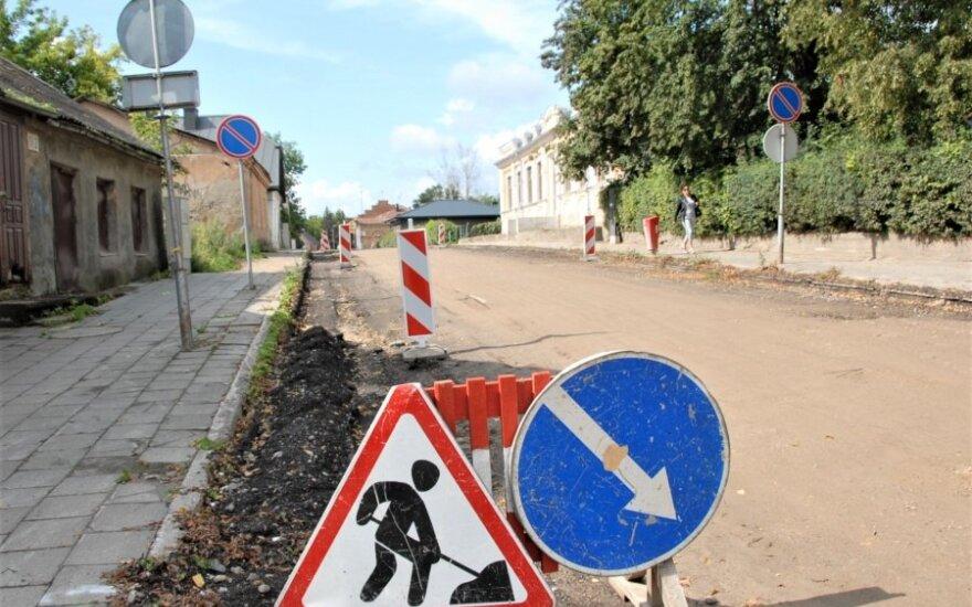 Ukmergėje prasidėjo ilgai galvos skausmą gyventojams kėlusios gatvės remontas: duobes ir dulkes bus galima pamiršti