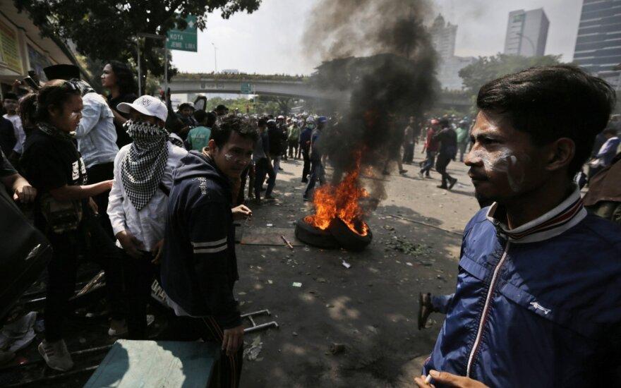 Indonezijos sostinėje per susirėmimus po rinkimų žuvo 6 žmonės, apie 200 sužeisti