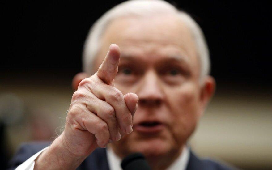 Trumpas atleido JAV generalinį prokurorą Jeffą Sessionsą
