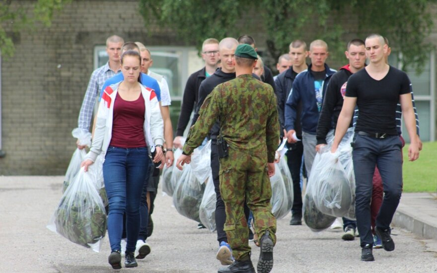 Lithuanians continue to volunteer for military service - ministry