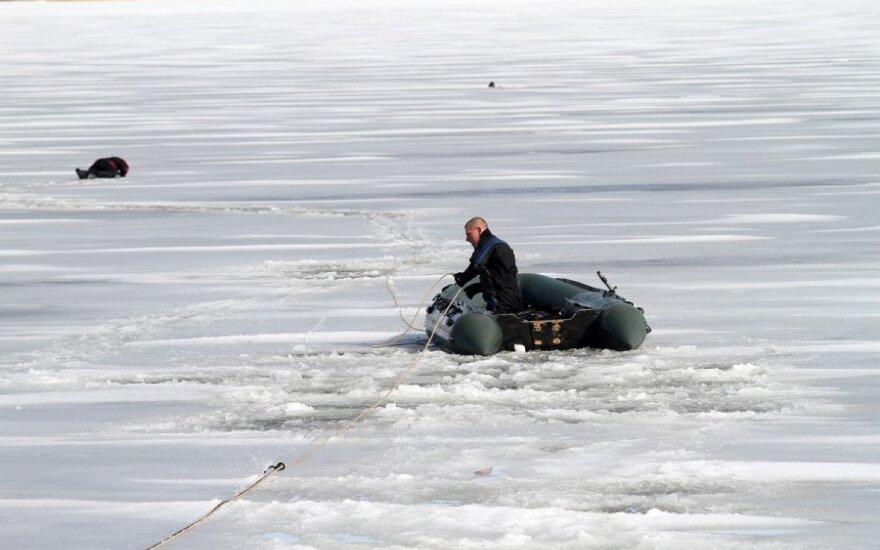 Plonas Kauno marių ledas neišlaikė žvejo, ugniagesiams jo išgelbėti nepavyko