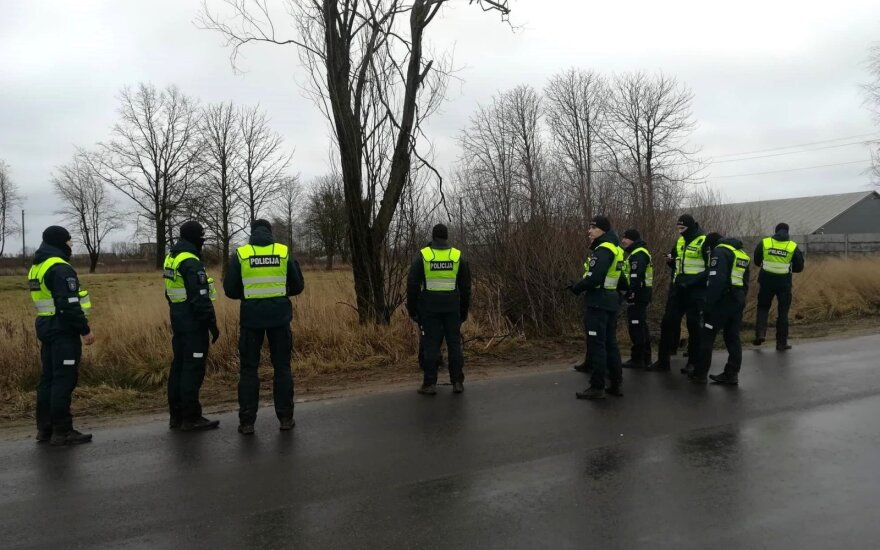 Dingusios moters ieškantys pareigūnai į pagalbą pasitelkė narus ir Lietuvos policijos mokyklos kursantus