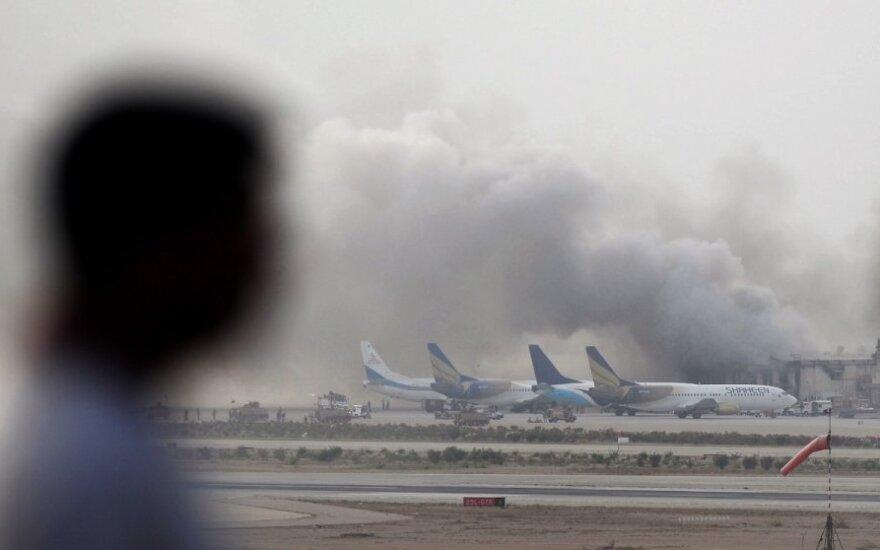 Pakistanas: per mūšius Karačio oro uoste žuvo mažiausiai 23 žmonės
