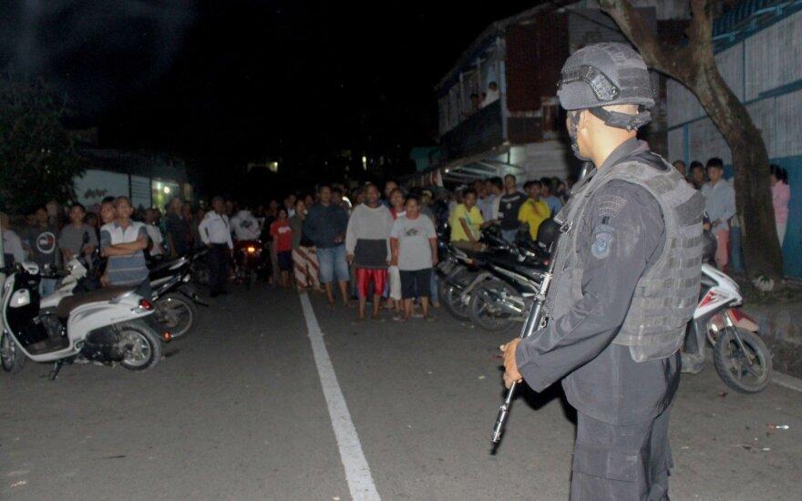 Indonezijoje suimto įtariamo teroristo žmona susisprogdino kartu su savo vaikais