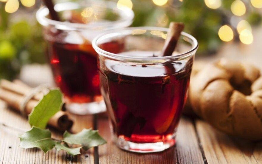 Karštas vynas su mandarinais ir rozmarinais