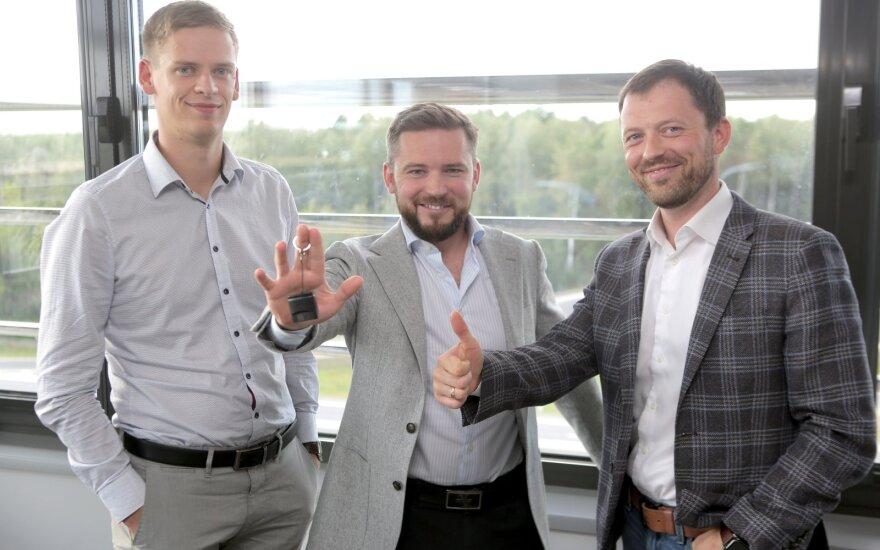 """Taip šiuo metu atrodo 21 pasaulio šalyje parduodamas lietuviškas automobilių diagnostikos ir programavimo  įrenginys""""OBDeleven""""."""